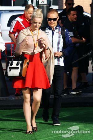 Valtteri Bottas, Williams, mit seiner Freundin Emilia Pikkarainen