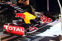 Daniil Kvyat, Red Bull Racing RB11, fährt mit neuem Frontflügel und neuer Frontpartie