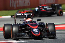 Jenson Button, McLaren MP4-30 lidera a su compañero de equipo Fernando Alonso, McLaren MP4-30