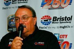 Le propriétaire de l'équipe Bill Davis répond aux questions des médias concernant le pilote Jeremy Mayfield qui rejoint l'équipe Bill Davis Racing pour piloter la #36 Toyota Camry en 2007