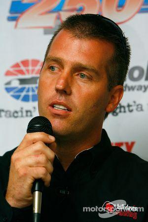 Jeremy Mayfield répond aux questions des médias concernant son arrivée chez l'équipe de Bill Davis R