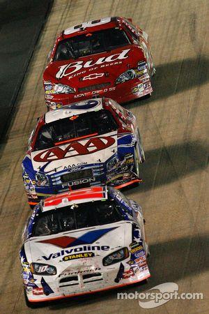 Scott Riggs domine Mark Martin et Dale Earnhardt Jr.
