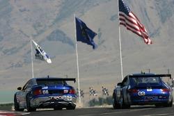 La Pontiac GTO.R TRG n°64 : Paul Edwards, Kelly Collins,et la Porsche GT3 Cup n°66 : Jim Pace, Jim Lowe, RJ Valentine