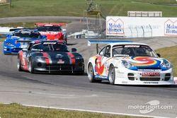 Stu Frederick (#57 Dodge Viper GTS), John Bourassa (#76 Porsche 911 Turbo)