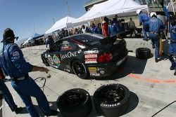 Arrêt aux stands pour la Sigalsport BMW Pontiac GTO.R n°05 : Gene Sigal, Peter MacLeod, Tommy Kendall