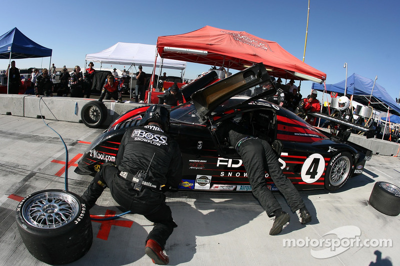 Arrêt au stand pour #4 Howard - Boss Motorsports Pontiac Crawford: Andy Wallace, Butch Leitzinger