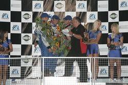 Podium GT : Les vainqueurs de classe Marc Bunting, Andy Lally et Spencer Pumpelly