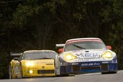 Alex Job Racing Porsche 911 GT3 RSR : Mike Rockenfeller, Marcel Tiemann ; Corvette Racing Corvette