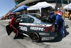 Arrêt aux stands pour la Subaru Legacy #93 GOTO Racing : Brian Lock, Chris Lock, Gary Sheehan