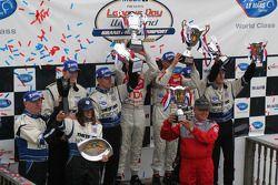 LM P1 podium: Chris Dyson, Guy Smith, Allan McNish, Rinaldo Capello, Butch Leitzinger, James Weaver