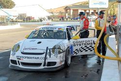 Arrêt aux stands pour la Porsche GT3 Cup #81 Comfort Systems/ Synergy Racing : Steve Johnson, Robert