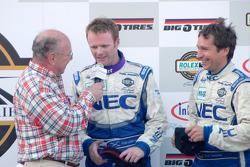 Podium GT : les vainqueurs Robin Liddell et Wolf Henzler