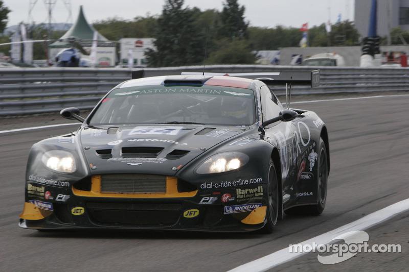 44 Barwell Motorsport Aston Martin Dbrs9 Leo Machitski Jonathan