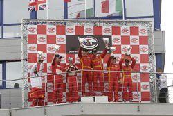 Podium GT2 : vainqueurs de classe Matteo Bobbi et Jaime Melo,Chris Niarchos et Tim Mullen (2e), et M