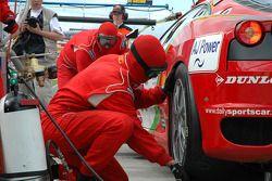 Arrêt aux stands pour la Ferrari F430 GT #99 Virgo Motorsport : Dan Eagling, Tim Sugden
