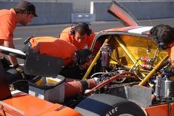Techniciens du Tuttle Team Racing sur la Pontiac Riley #7