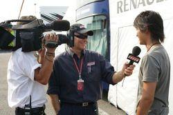 Хироки Йошимото дает интервью Питеру Уиндзору Speed TV