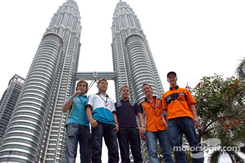 Pilotos visitan Kuala Lumpur
