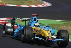 Pneu endommagé sur la voiture de Fernando Alonso