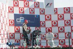Podium: le vainqueur Giorgio Pantano avec Nelson A. Piquet et Lewis Hamilton