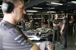 McLaren garajı area