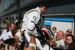 Robert Kubica celebrates podium finish with BMW Sauber F1 team members