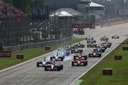 Inicio: Kimi Raikkonen toma la delantera