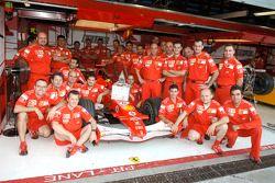 Membres de l'écurie Ferrari avec le Confindustria Award