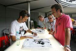 Tiago Monteiro signe un t-shirt édition spéciale Monza