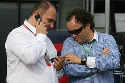Colin Kolles with Christijan Albers' manager Lodewijk Varossieau