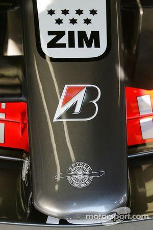 Conférence de presse Spyker MF1 Racing : Midland MF1 Racing M16 avec le logo Spyker