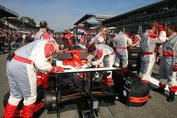 Spyker MF1 Racing sur la grille de départ