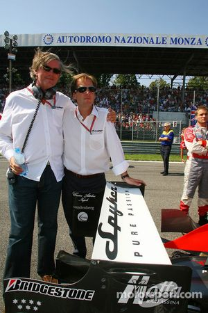 Victor R. Muller, Chief Executive Officer de Spyker Cars N.V. et Spyker MF1 Racing et Michiel Mol, future directeur de Formula One Racing, Spyker et Spyker MF1 Racing