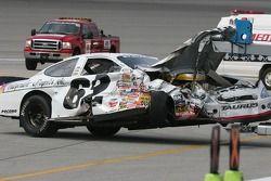 La voiture de Brian Kaltreider tractée jusqu'au garage