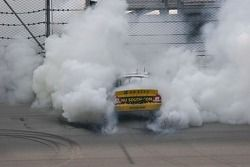 Débris de pneus après le burn out de Steve Wallace