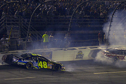 Jimmie Johnson et Carl Edwards dans le mur