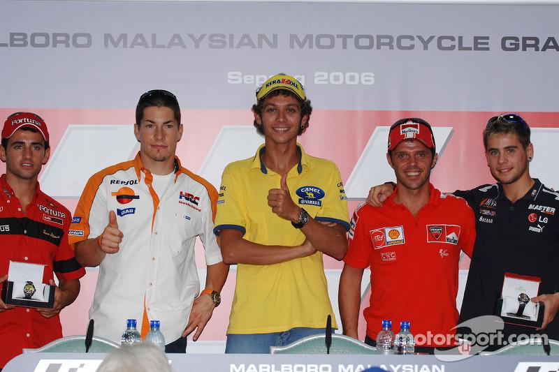 Conferencia de prensa: Ganador Pole Valentino Rossi con Nicky Hayden, Loris Capirossi, 250cc Pole ganador Héctor Barbera y 125cc Pole ganador Alvaro Bautista