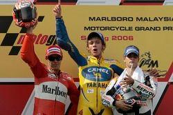 Podium : le vainqueur Valentino Rossi avec Loris Capirossi et Dani Pedrosa