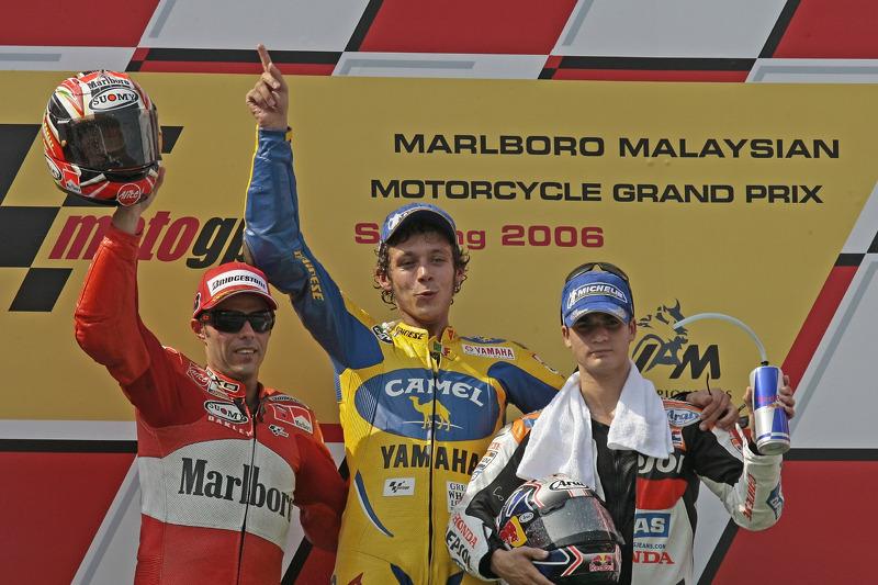 Podio: 1º Valentino Rossi, 2º Loris Capirossi, 3º Dani Pedrosa