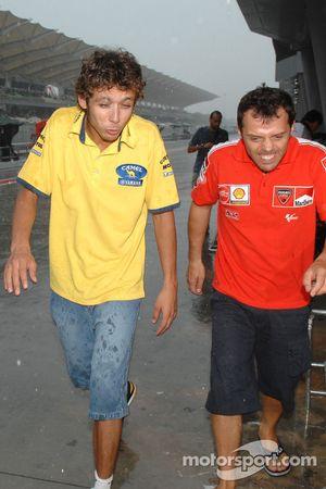 Valentino Rossi et Loris Capirossi sous la pluie