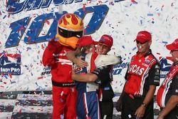 Jay Howard fête sa victoire à l'Indy Pro Series Championship