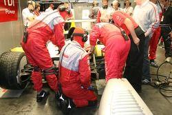 Activité dans le garage Audi Sport Team Joest