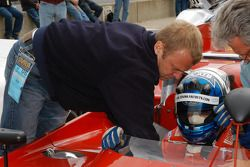 Tonis Kasemets is a crew member on this 1971 Alfa Romeo T33/3TT