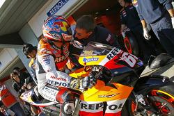 Nicky Hayden, Repsol Honda Team, mit Pete Benson