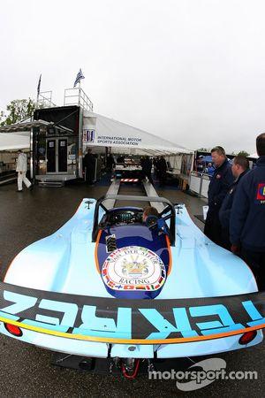 Lola B2K/40 AER du Van der Steur Racing à l'inspection technique
