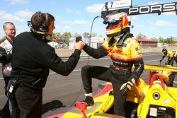 Timo Bernhard fête sa pole position provisoire en P1