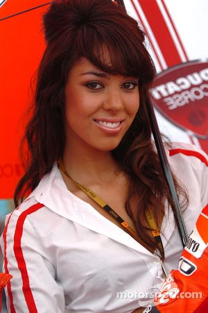 Une jolie Ducati grid girl