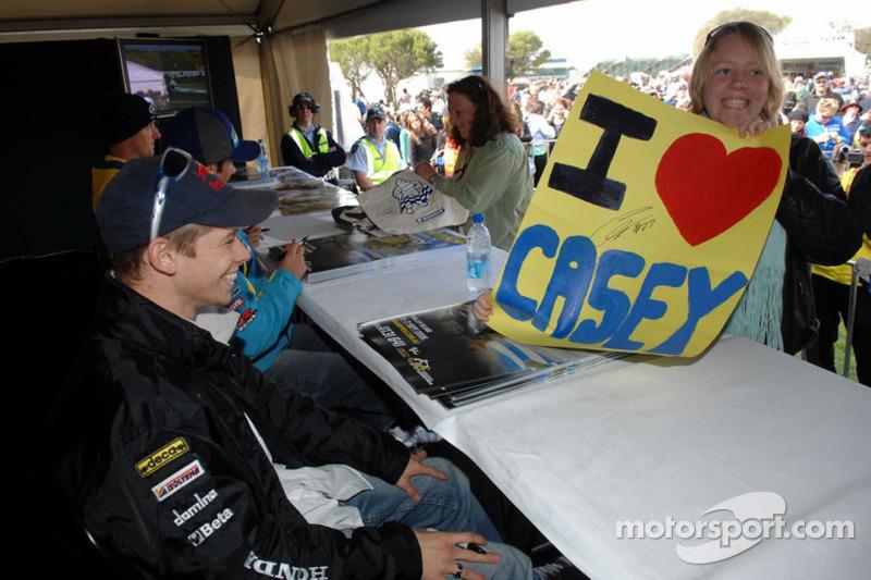 9º Casey Stoner: 20 años, 5 meses y 10 días (debutó en 2006, con LCR Honda)