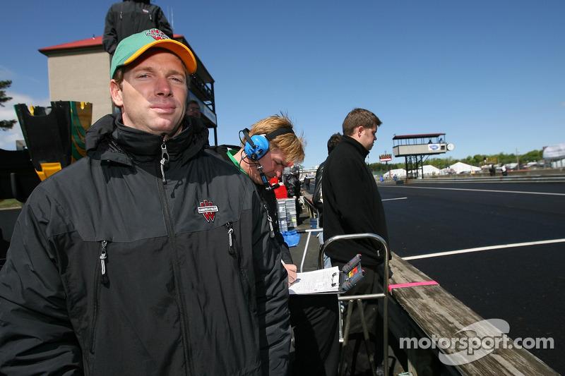 Mario Haberfeld regarde la course
