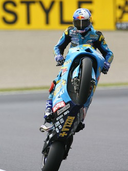 John Hopkins, Suzuki